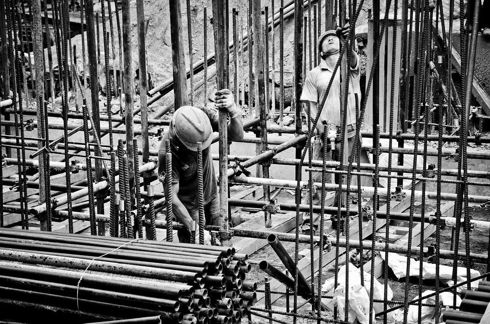 Названы самые опасные сферы труда в России