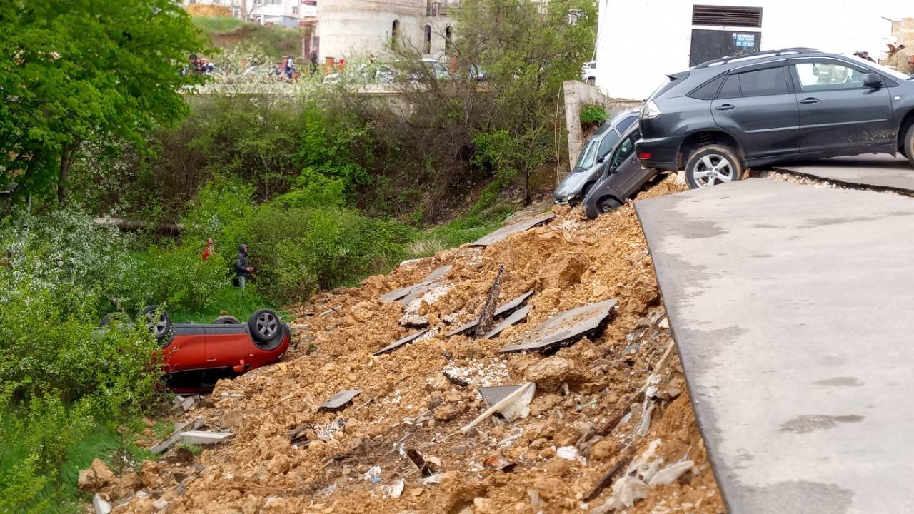 Дом с рухнувшей парковкой в Севастополе оставили без света