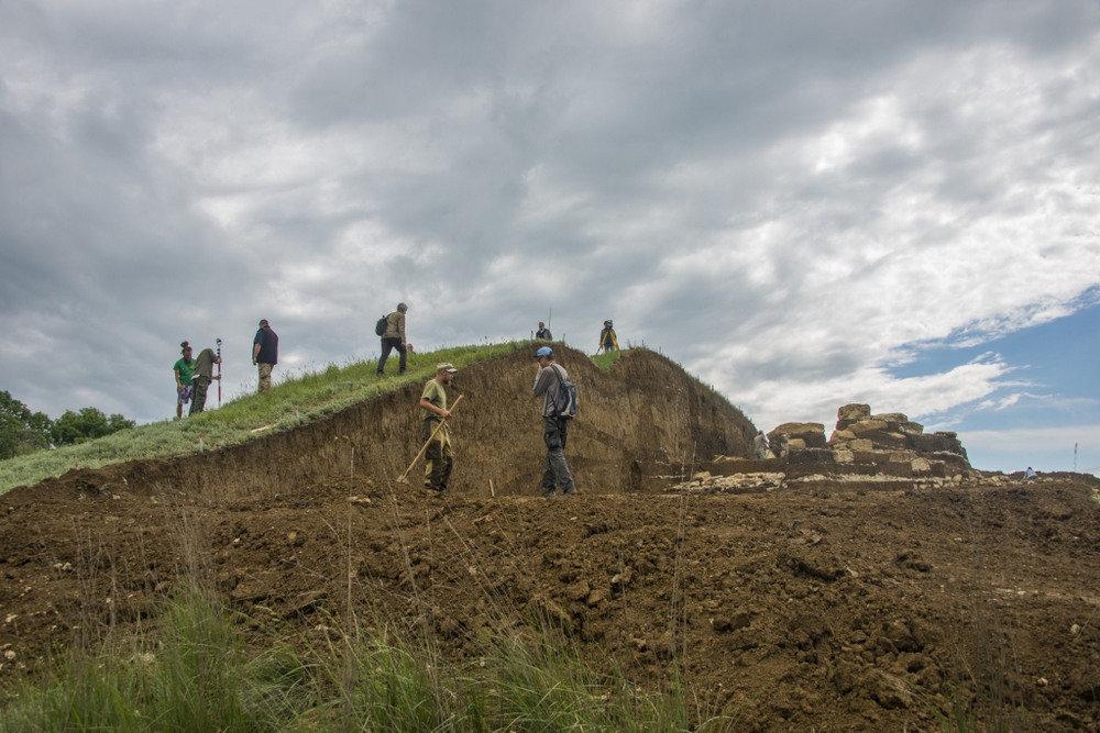 Ученые приоткрыли тайну загадочного «безглавого» захоронения в Крыму