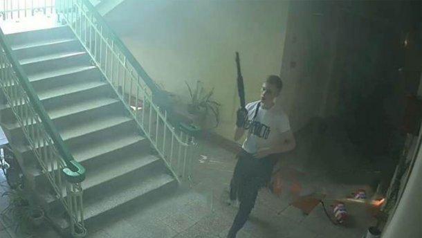 СК: устроившему стрельбу в Керченском колледже студенту помогли