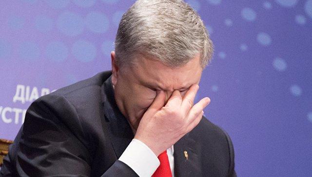 На Украине военнослужащая упала в обморок после слов Порошенко