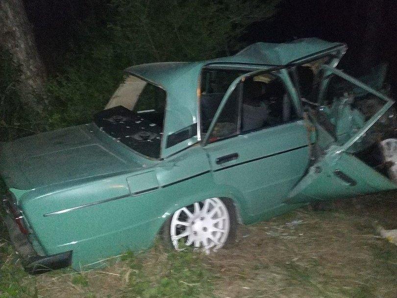 В МВД рассказали подробности смертельной аварии, в которой ВАЗ врезался в дерево