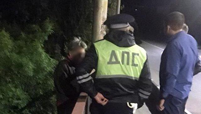 Хотела спрыгнуть с моста: в Крыму полицейские спасли женщину от суицида