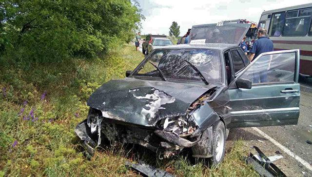 ДТП на крымской трассе: водителя зажало в машине