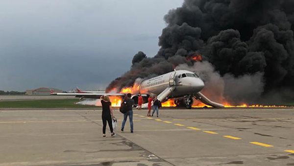 Источник сообщил об основной версии крушения самолета в Шереметьево