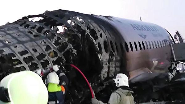 «Оставить все, на выход»: что делать пассажирам и бортпроводникам, если загорелся самолет