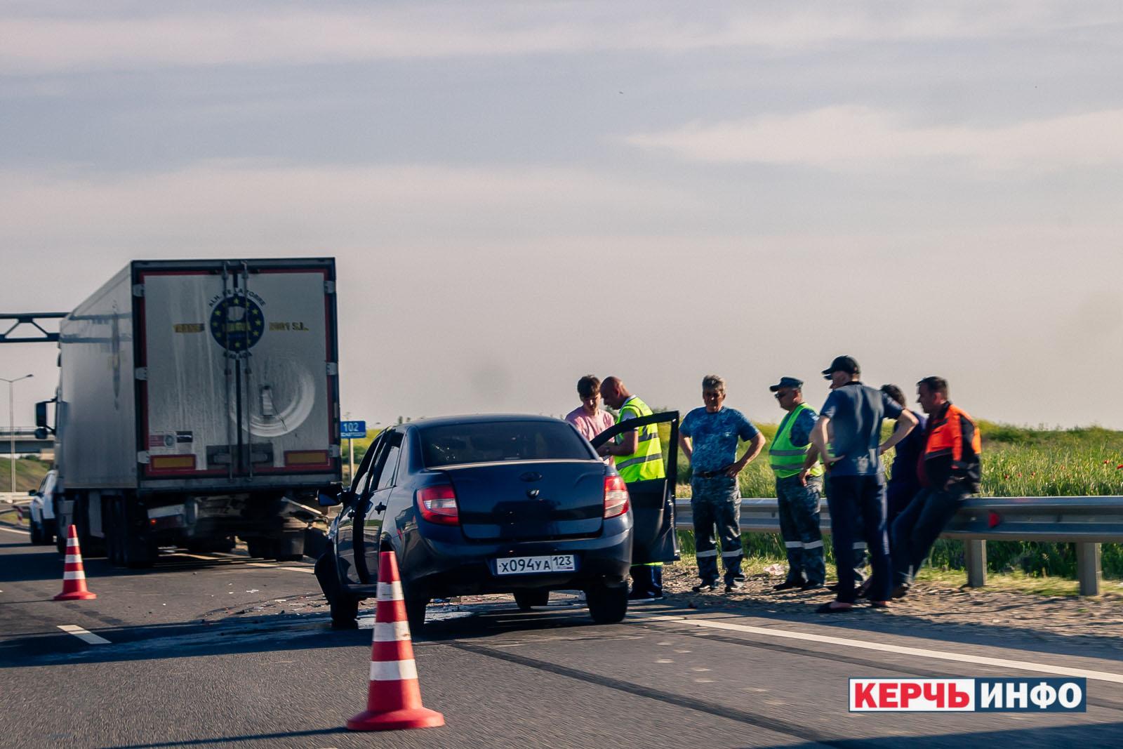 На автоподходах к Крымскому мосту произошло ДТП