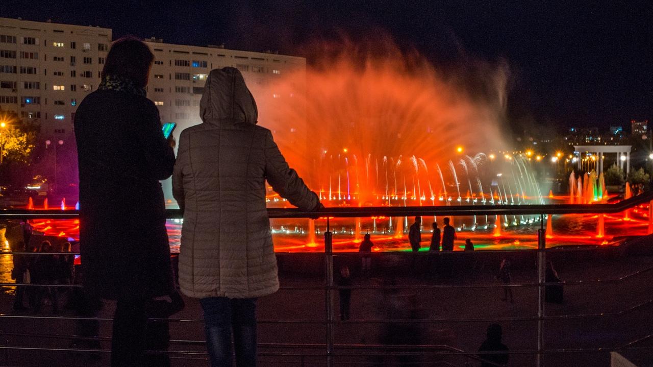 В Сети появились снимки ночного Парка Победы после реконструкции
