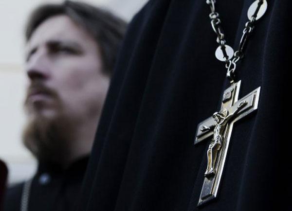 В Севастополе пара обокрала священника