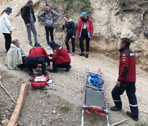 Москвичка пострадала во время прогулки в крымском лесу