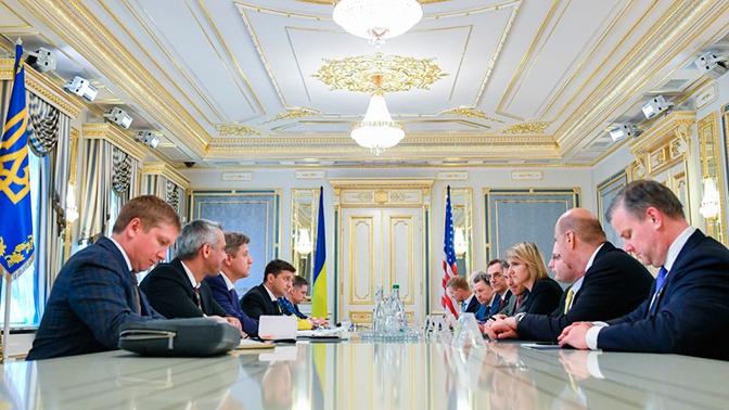 Зеленский попросил США усилить давление на Россию
