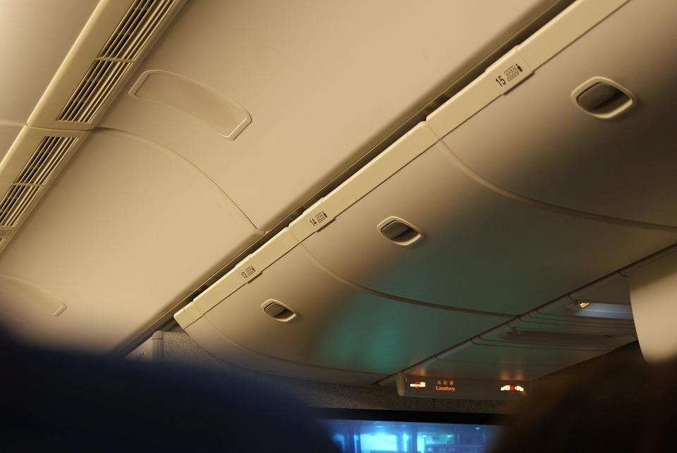В Симферополе пьяная пенсионерка подралась с проводником на борту самолета