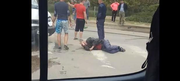 «Он лежит весь в крови!»: на крымской трассе произошло новое ДТП с участием мотоциклиста