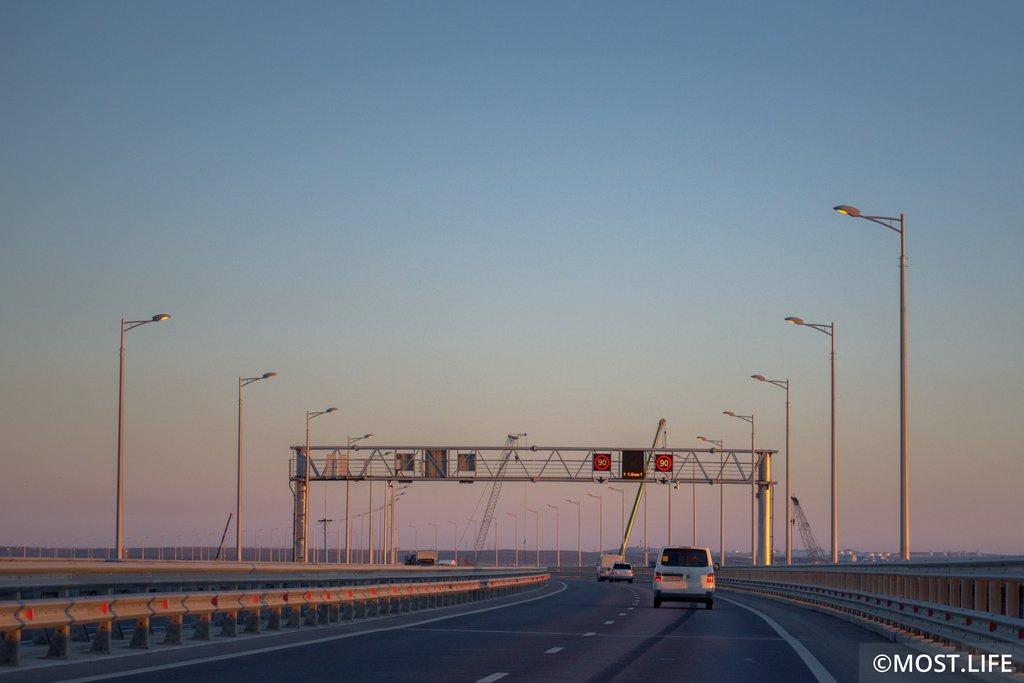 Автовладельцы сэкономили 16 миллиардов рублей благодаря Крымскому мосту