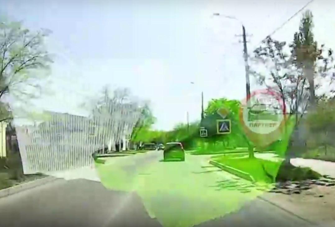 В Евпатории иномарка не успела проскочить перекресток