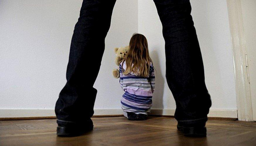 В Севастополе мужчина заманивал детей домой, а после развращал их