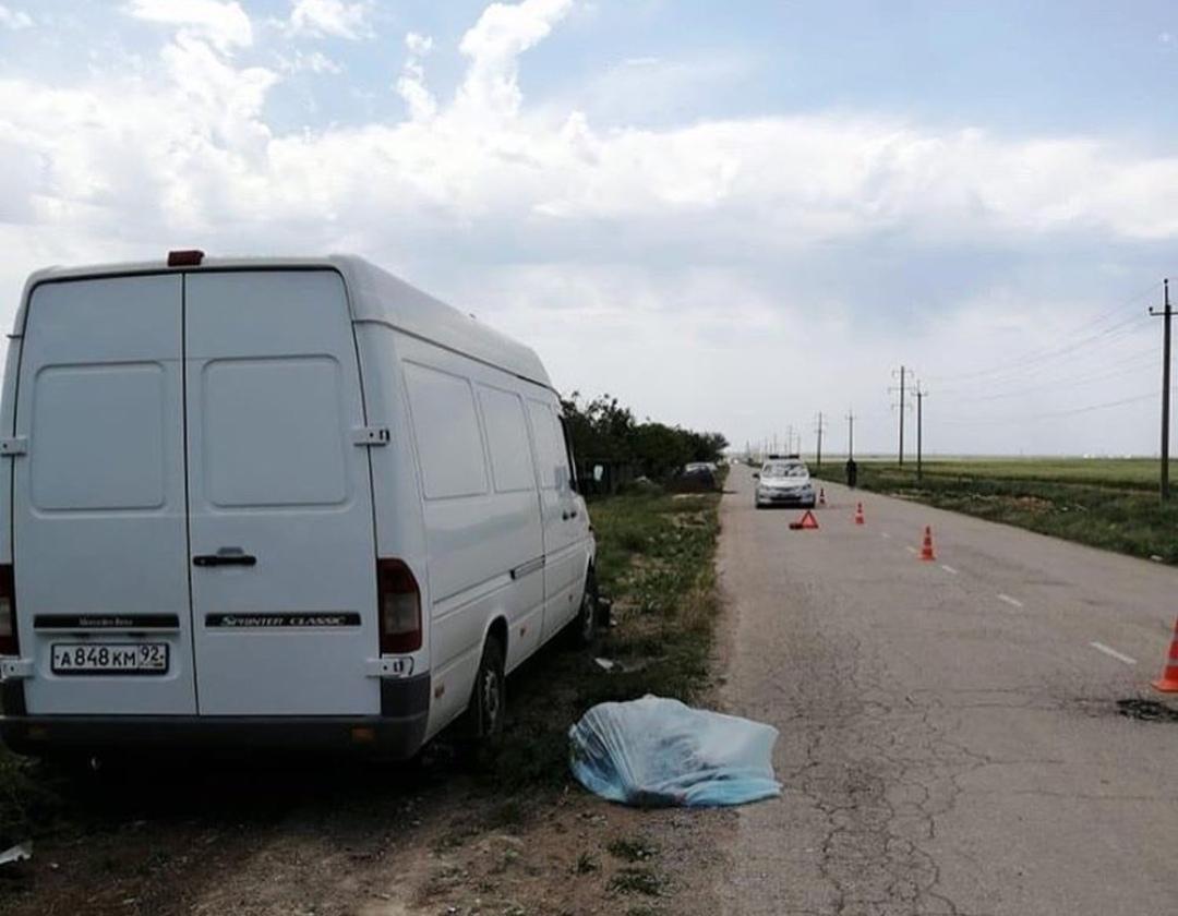 В Крыму микроавтобус сбил пожилую пару на мопеде — женщина мертва