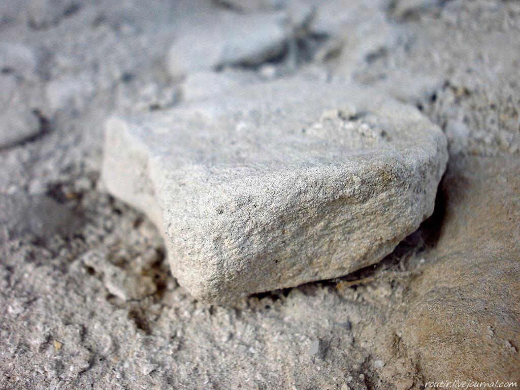 В центре Севастополя обнаружили ценный крымбальский камень
