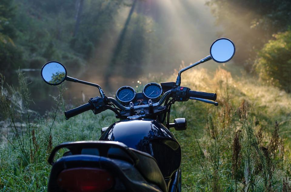Лодыжка на коже держалась: в Севастополе разбился мотоциклист