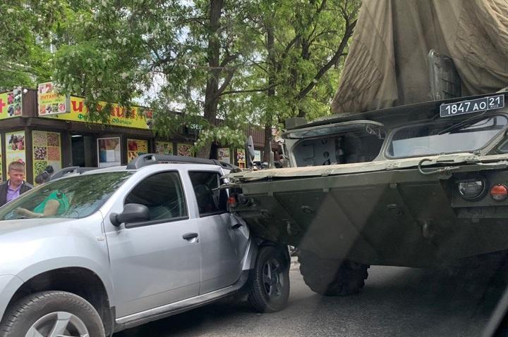 В Севастополе столкнулись ЗРК «Оса» и кроссовер