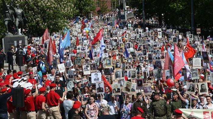 «Ряженые»: Порошенко раскритиковал акцию «Бессмертный полк»