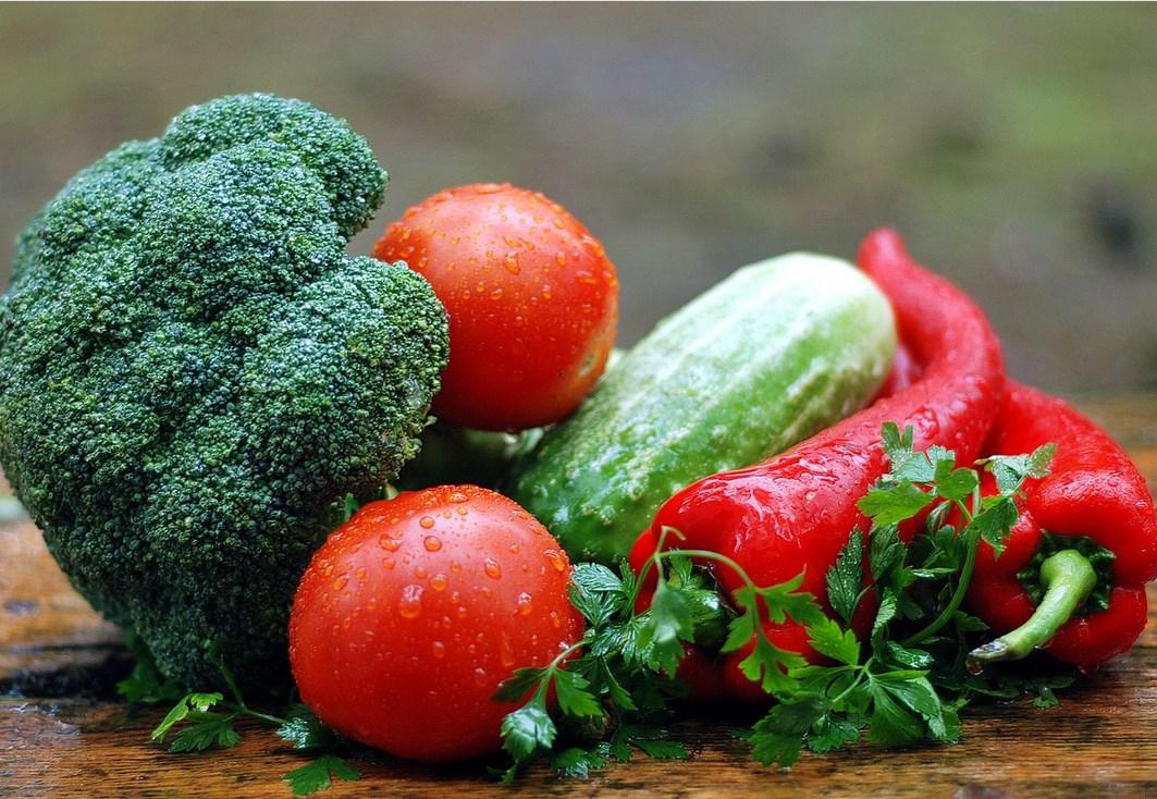 В Роспотребнадзоре рассказали, как выбрать овощи и фрукты