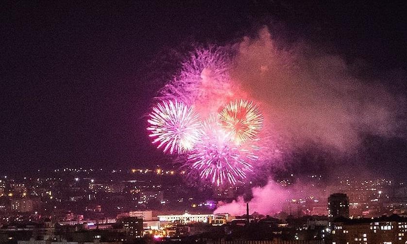 Празднование Дня Победы в Севастополе и Симферополе завершилось салютом