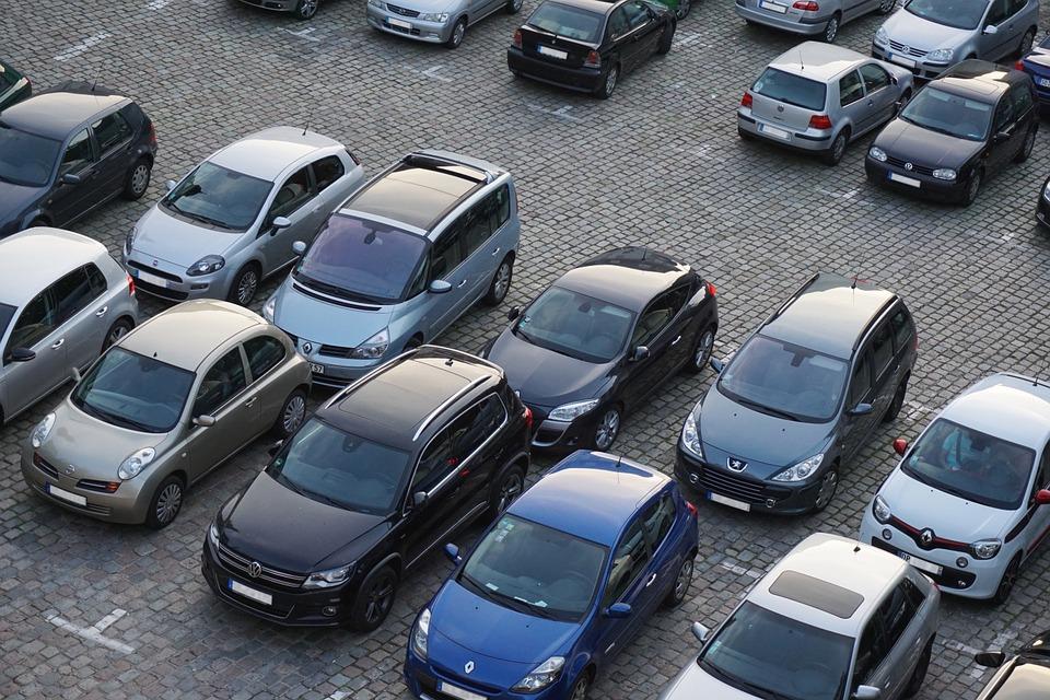 В Севастополе расшили парковку, но запретили оставлять машины на ночь