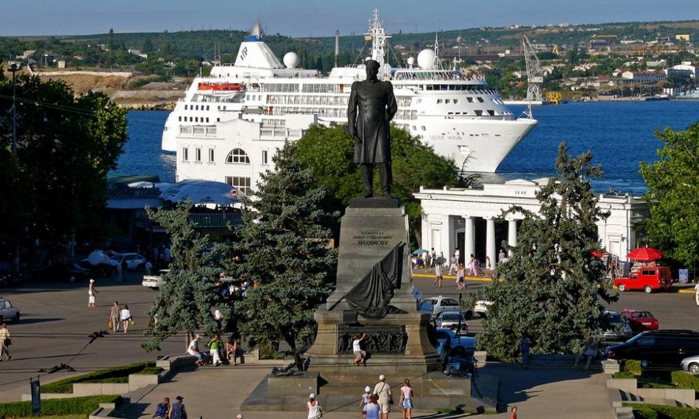 Площадь Нахимова перекроют для транспорта почти на неделю