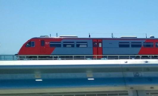 По Крымскому мосту прошел первый пассажирский поезд