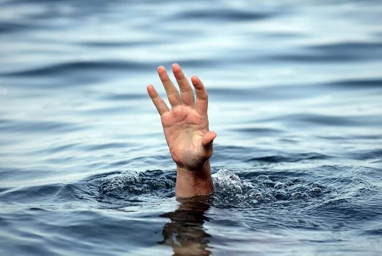 В Крыму мужчина чуть не утонул на городской набережной
