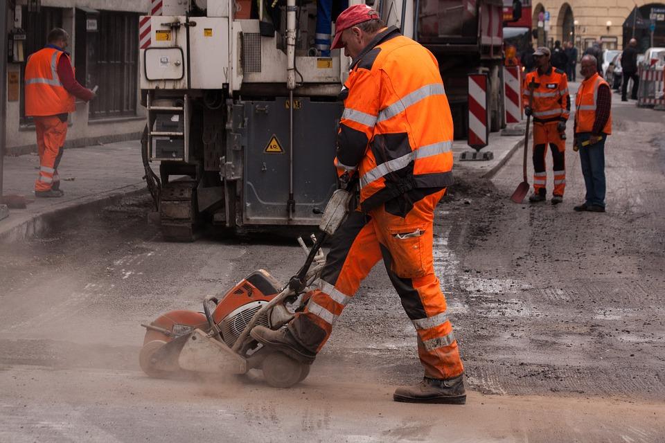 Из-за чего в Севастополе срывают сроки контрактов по ремонту дорог