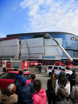Две тысячи человек оказались в горящем торговом центре