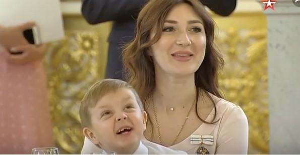 Новый мем: попробовавший лайм мальчик стал звездой награждения в Кремле