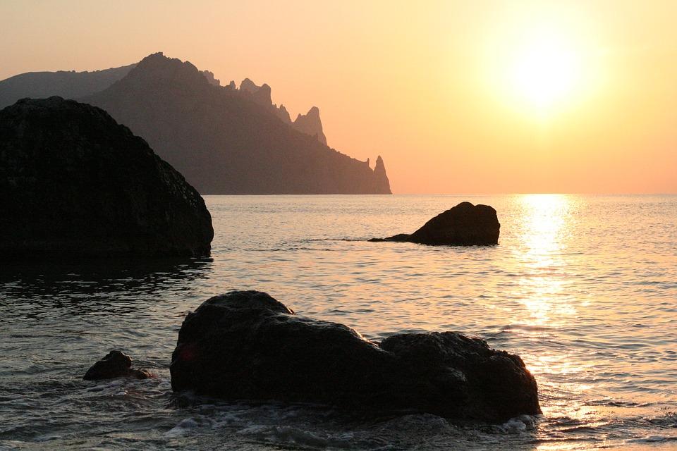 Стали известны самые дешевые курортные поселки для летнего отдыха на море