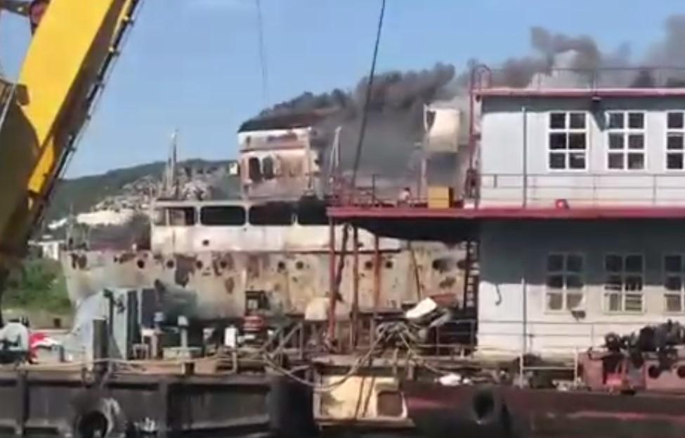 В Инкермане горит танкер «Сейма»