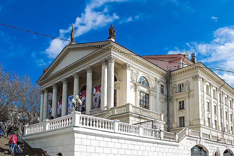 В Севастополе лже-администратор продает билеты на бесплатные спектакли