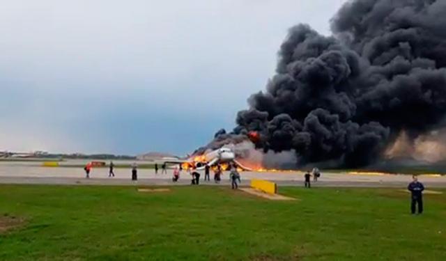 «Ударила молния»: командир самолета Москва-Мурманск рассказал о посадке