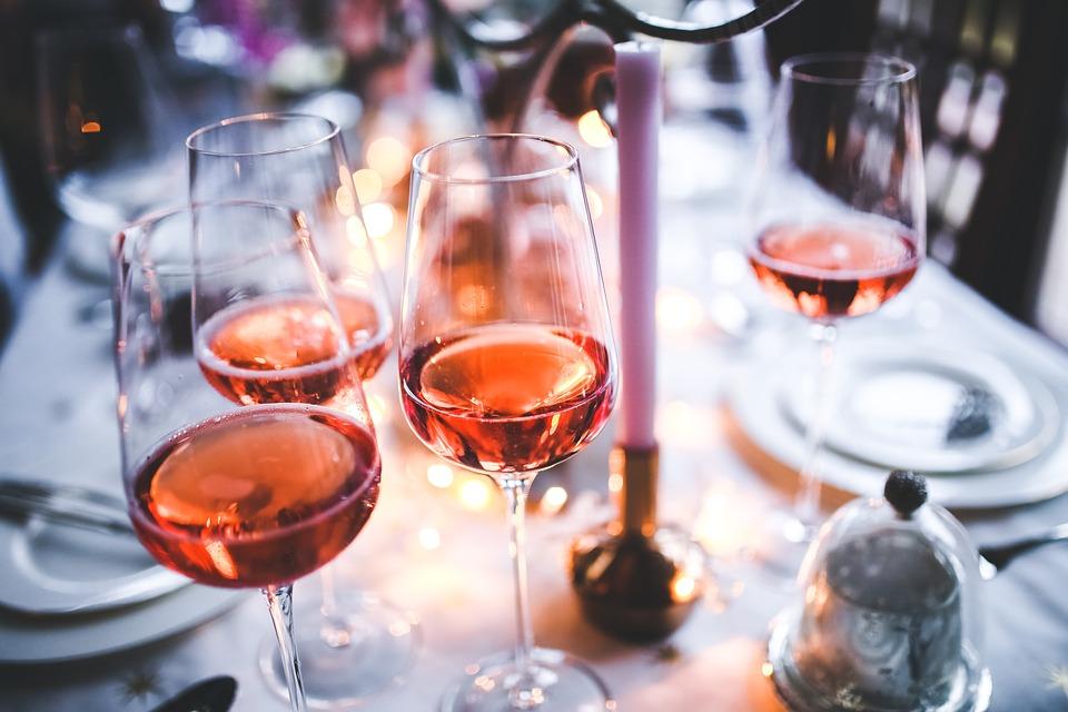 Госучреждениям в России запретили закупать импортное вино