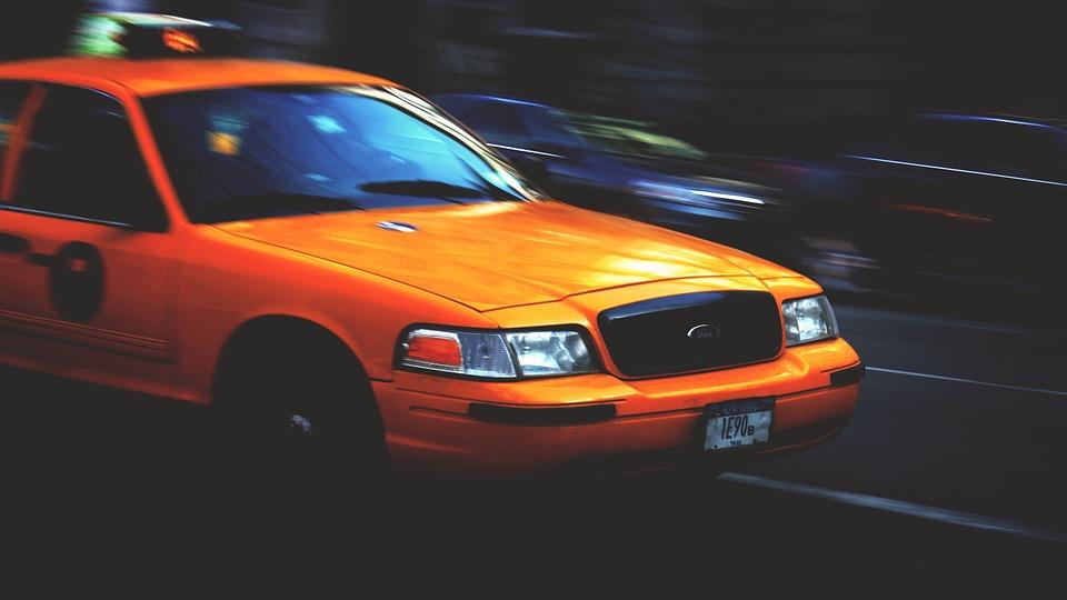 В Крыму таксист устроил клиенту мальчишник и украл 160 тысяч рублей