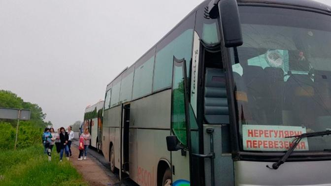 На Украине неизвестные забросали камнями автобус людей с георгиевскими ленточками