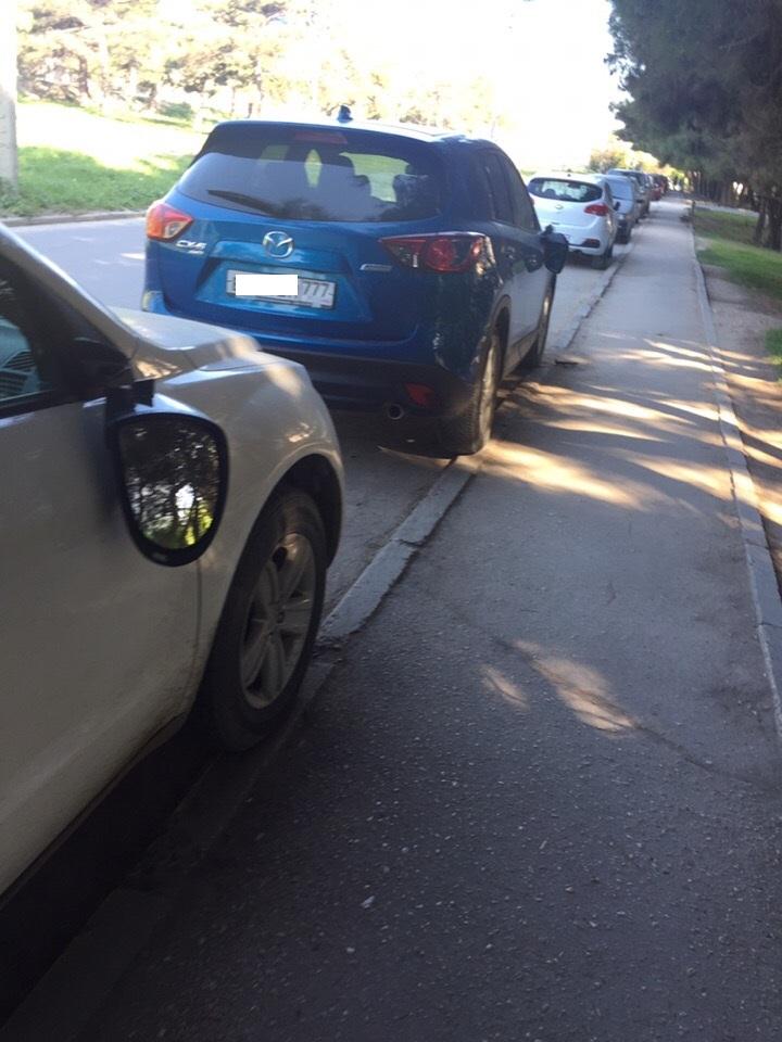 В Севастополе ночной хулиган разбил зеркала у автомобилей
