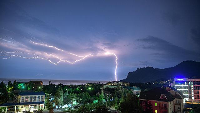 Грозовые дожди с градом задержатся в Крыму