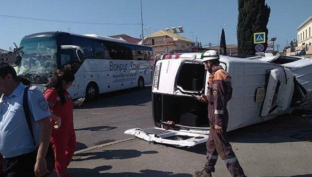 В Сочи столкнулись экскурсионные автобусы: пострадали 23 человека