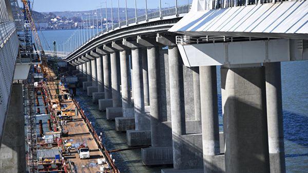 На Крымском мосту полностью уложили первый железнодорожный путь