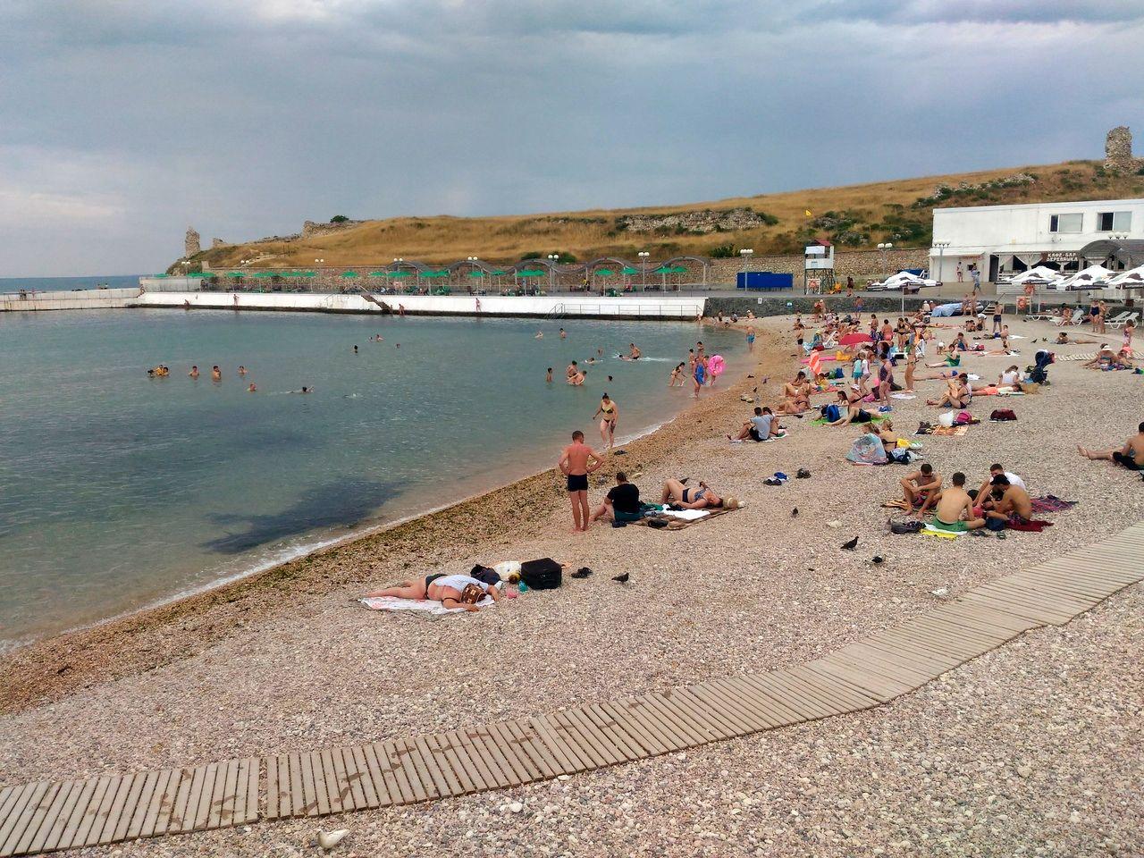 Как выглядит пляж «Солнечный» в начале курортного сезона