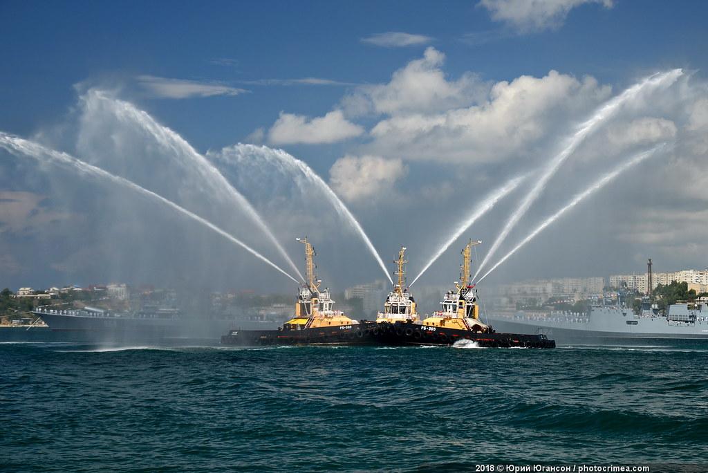 Прогулка по «Адмиралу Макарову», авиашоу, фонтаны на воде: в Севастополе стартовал форум «Армия-2019»