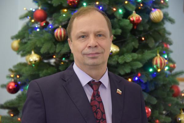 Севастопольский депутат-миллионер хочет и дальше зарабатывать на крестных ходах и праздниках