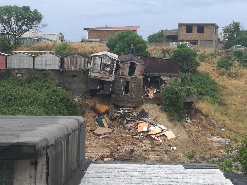 В Севастополе снесут поврежденные стихией гаражи
