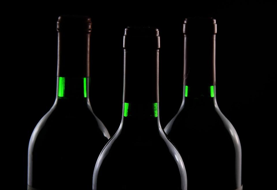 В Севастополе мужчина украл элитный алкоголь с витрины